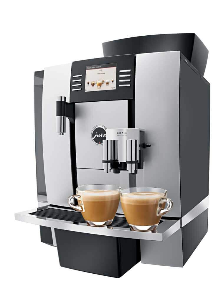 JURA Giga X3 espressomachine zijkant met koffie macchiato