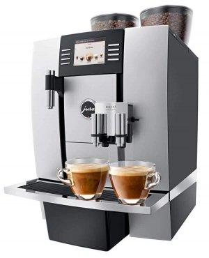 JURA Giga X7c espressomachine met koffie